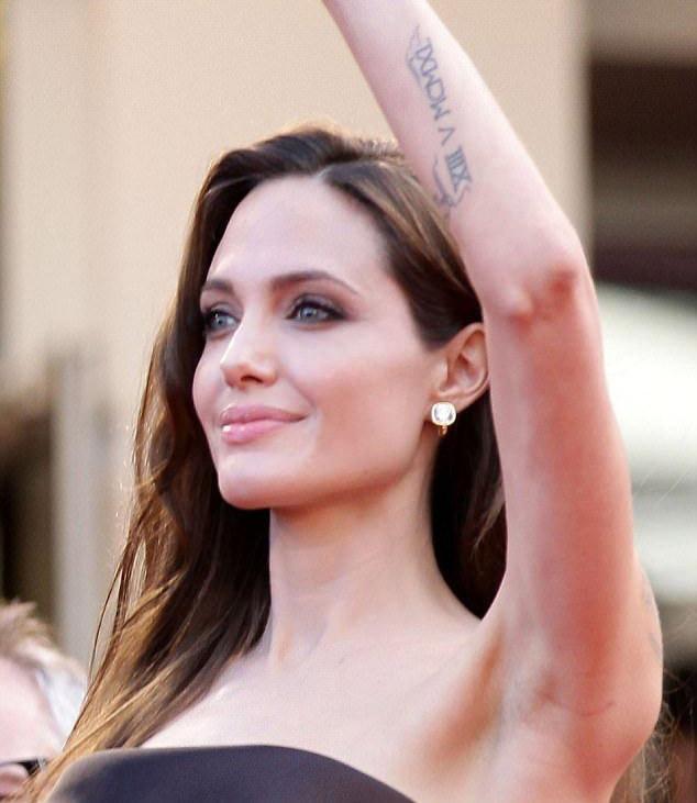 Tất tần tật ý nghĩa của gần 20 hình xăm trên cơ thể Angelina Jolie-15