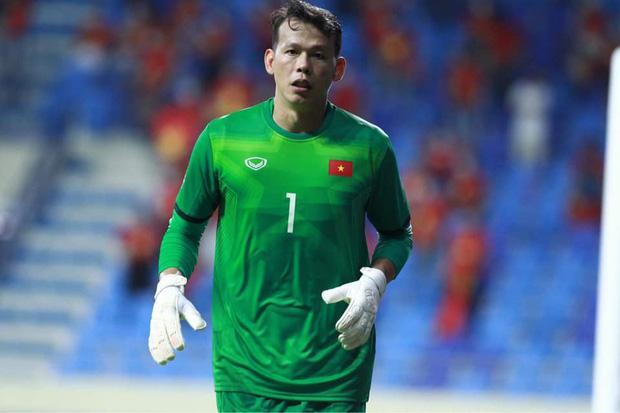 Ông chú thủ môn Tấn Trường từ chối khi fan xin áo đấu, nghe lý do ai cũng vui-1