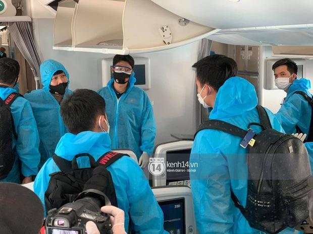 Món tráng miệng trên chuyên cơ về nước của tuyển Việt Nam khiến cầu thủ nào cũng cảm động-1
