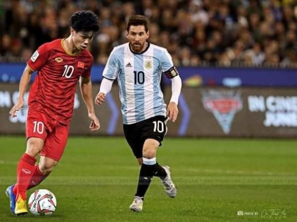 Quang Hải, Công Phượng bất ngờ chạm trán siêu sao Ronaldo, Messi-1