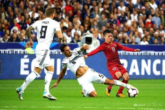 Quang Hải, Công Phượng bất ngờ chạm trán siêu sao Ronaldo, Messi-5