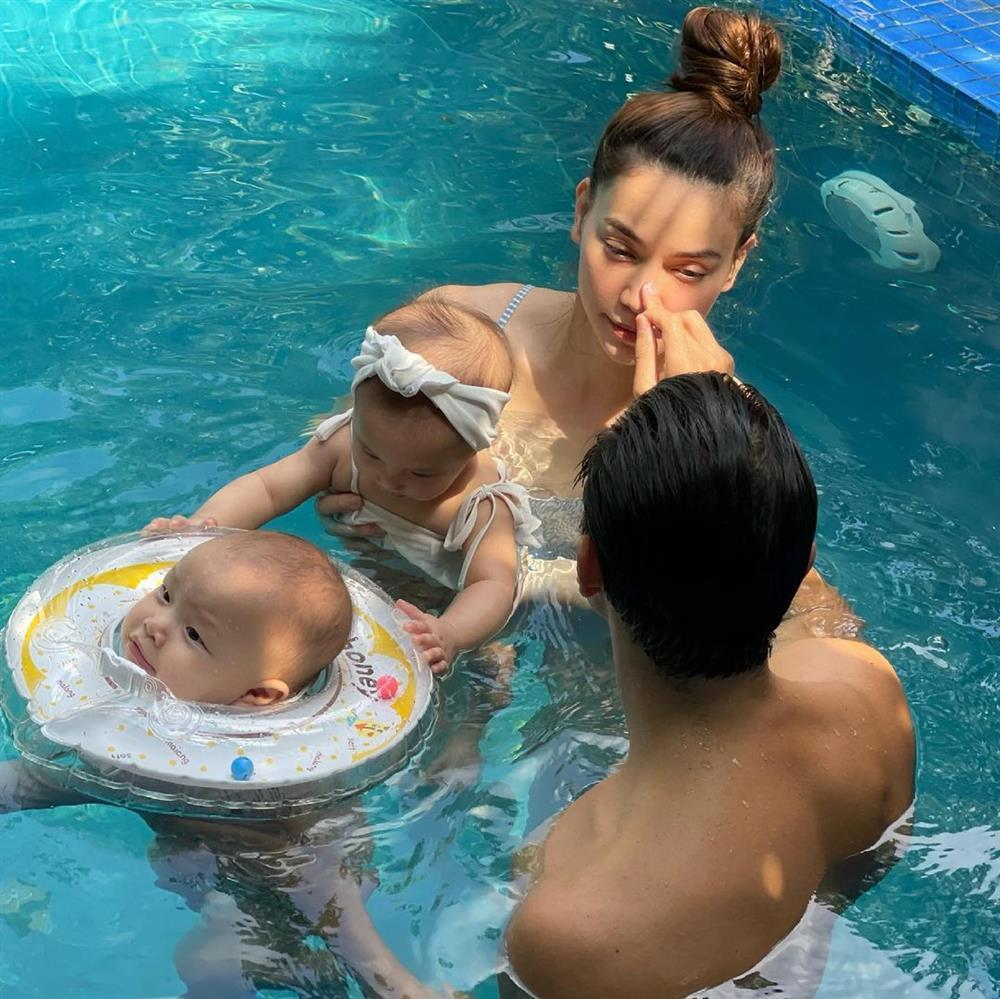 Gia đình Hồ Ngọc Hà đi bơi: 3 nét đẹp không bằng 1 nét hài-5