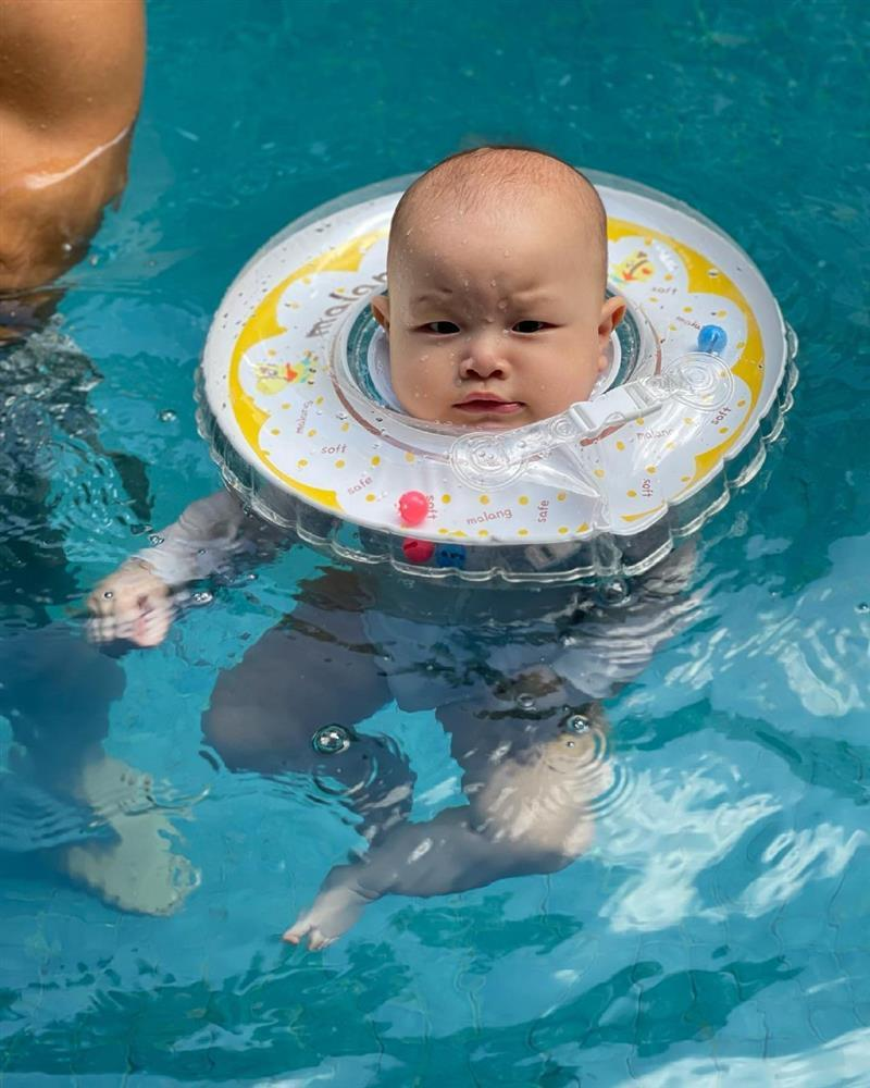 Gia đình Hồ Ngọc Hà đi bơi: 3 nét đẹp không bằng 1 nét hài-12
