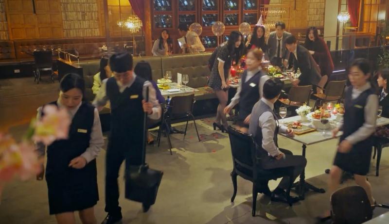 Sạn nhỏ to có đủ trong 2 tập đầu, rating Penthouse 3 tụt dốc không phanh-18