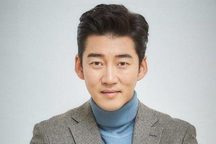 Chia tay Honey Lee, Yoon Kye Sang vội vã có tình mới