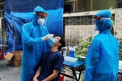 Nhân viên UBND quận 7 cùng nhiều người thân dương tính với SARS-CoV-2
