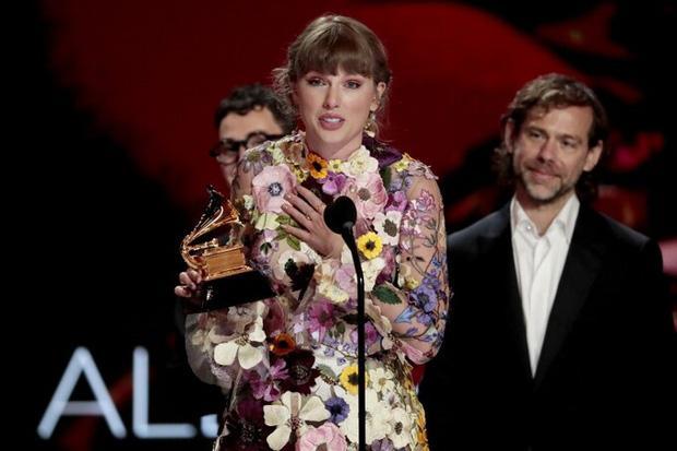 Rộ tin đồn Taylor Swift hợp tác với 1 sao Kpop, fan đoán ngay là BLACKPINK-11