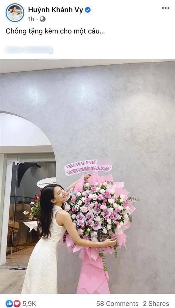 Phan Mạnh Quỳnh bí mật tặng quà vợ nhưng lại bị cảnh sát chính tả soi lỗi-1