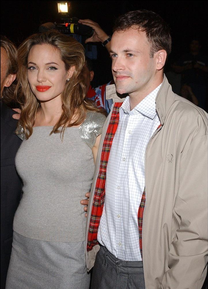 Ai là người đàn ông quan trọng nhất trong đời Angelina Jolie?-1
