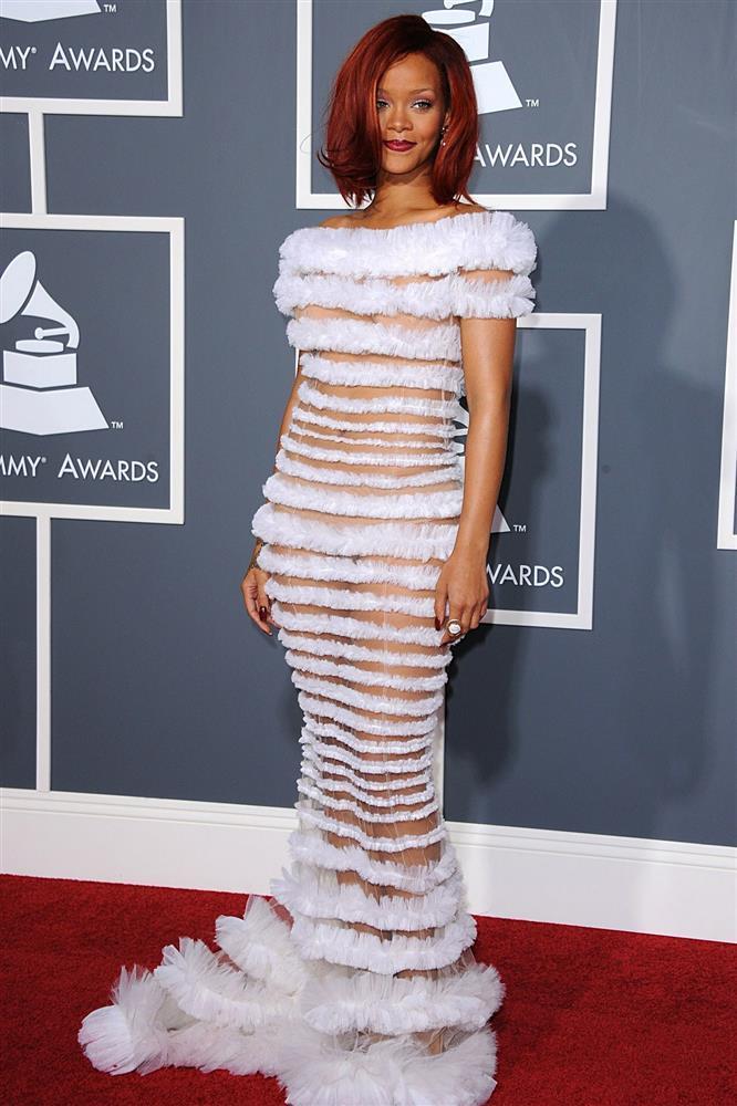 Rihanna gây ức chế với thiết kế quần hở gần hết vòng ba-11