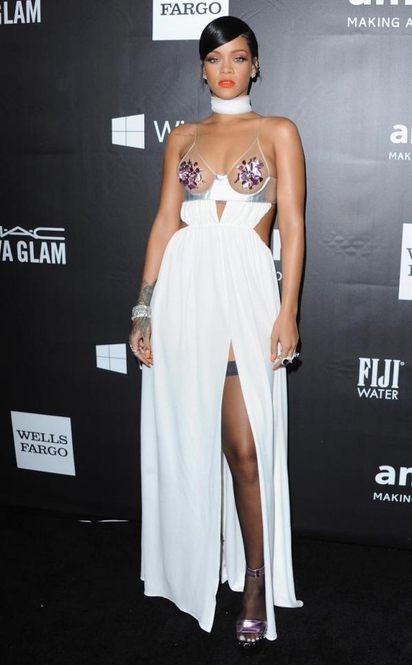 Rihanna gây ức chế với thiết kế quần hở gần hết vòng ba-12