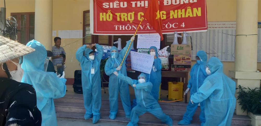 Nắng nóng hơn 40 độ, tình nguyện viên Covid-19 Bắc Giang vẫn quẩy tưng bừng-1