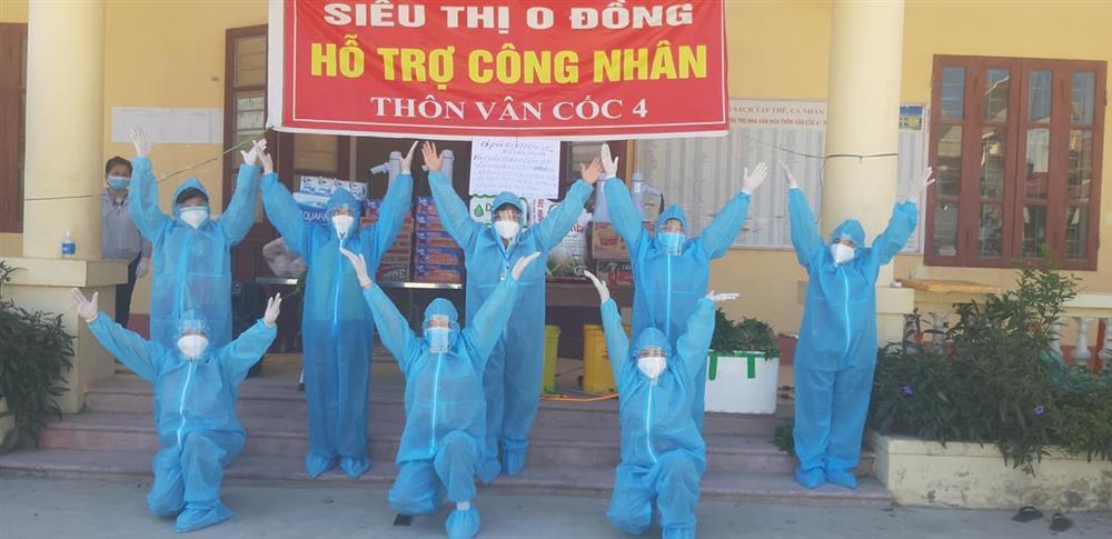 Nắng nóng hơn 40 độ, tình nguyện viên Covid-19 Bắc Giang vẫn quẩy tưng bừng-4
