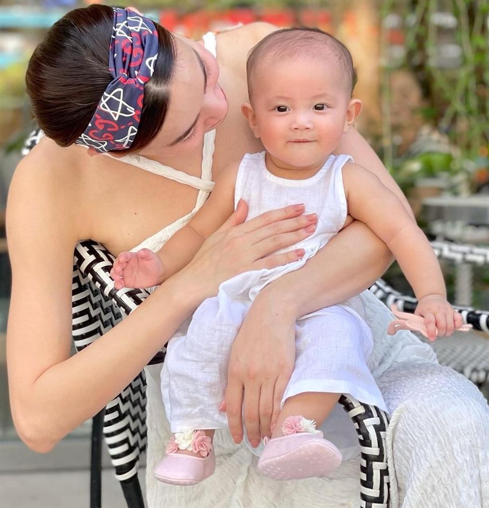 Tiểu công chúa Lisa chiếm spotlight trong bộ ảnh cùng mẹ Hà Hồ-5