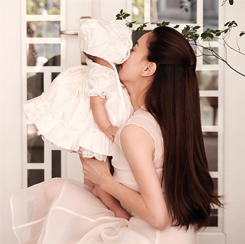Tiểu công chúa Lisa chiếm spotlight trong bộ ảnh cùng mẹ Hà Hồ-2