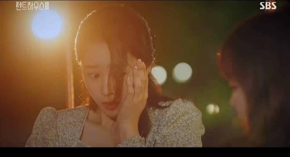 Penthouse 3 tập 3: Ha Eun Byul bị mẹ nuôi tát khi lén xem video của mẹ đẻ-3