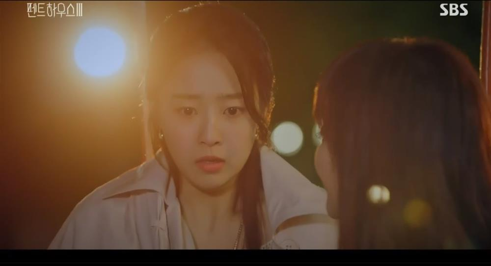 Penthouse 3 tập 3: Ha Eun Byul bị mẹ nuôi tát khi lén xem video của mẹ đẻ-1