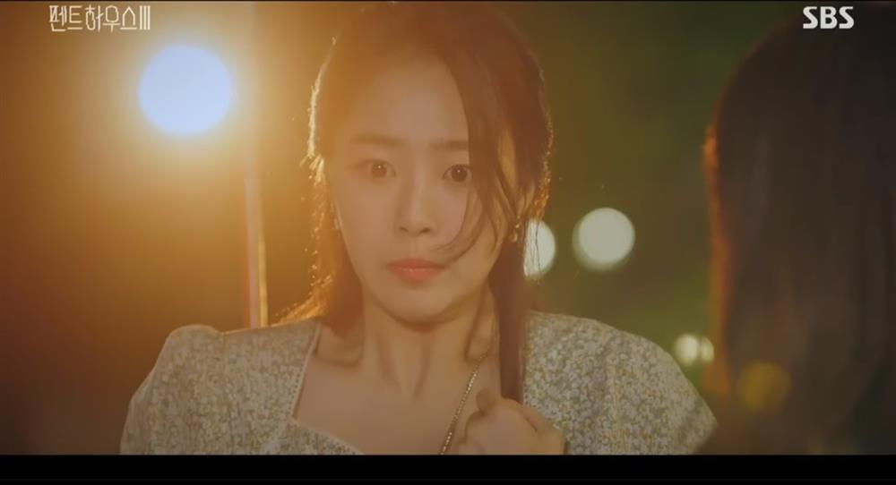 Penthouse 3 tập 3: Ha Eun Byul bị mẹ nuôi tát khi lén xem video của mẹ đẻ-6