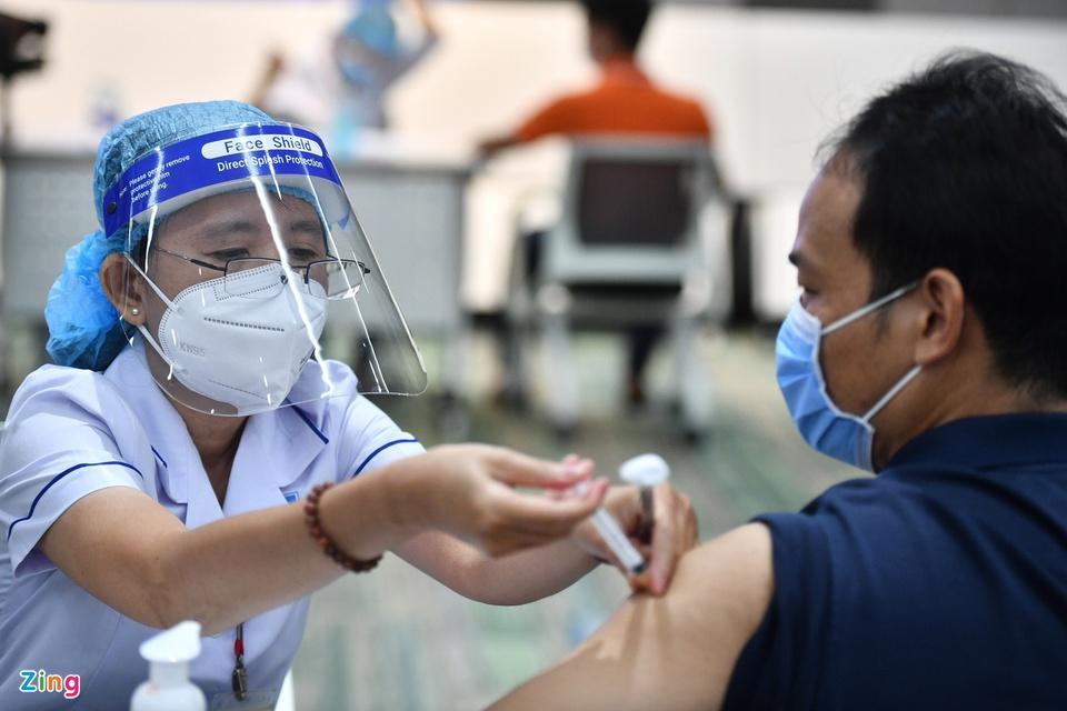 TP.HCM bắt đầu chiến dịch tiêm vaccine Covid-19 lớn nhất trong lịch sử-1
