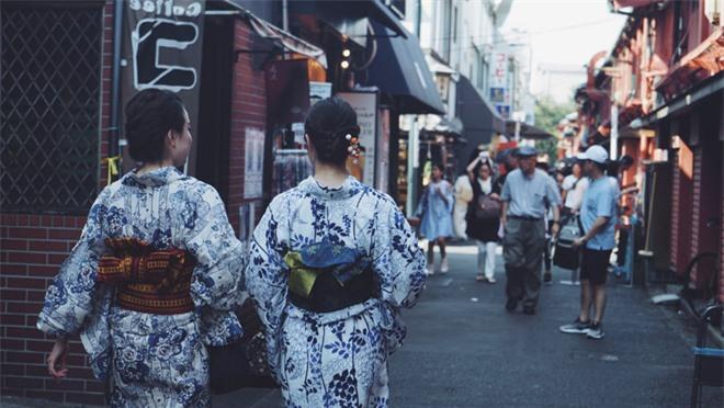 Tại sao khi mặc Kimono, phụ nữ Nhật Bản thắt một chiếc gối sau lưng?-1