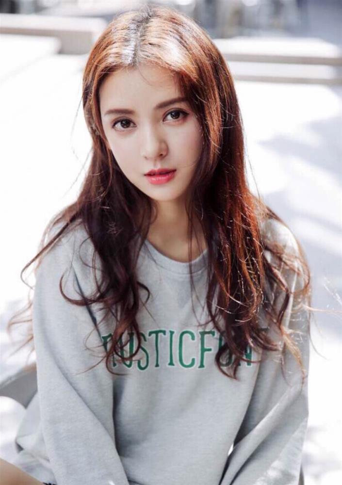 Nhan sắc bạn gái đẹp nhất của Vương Tư Thông-1