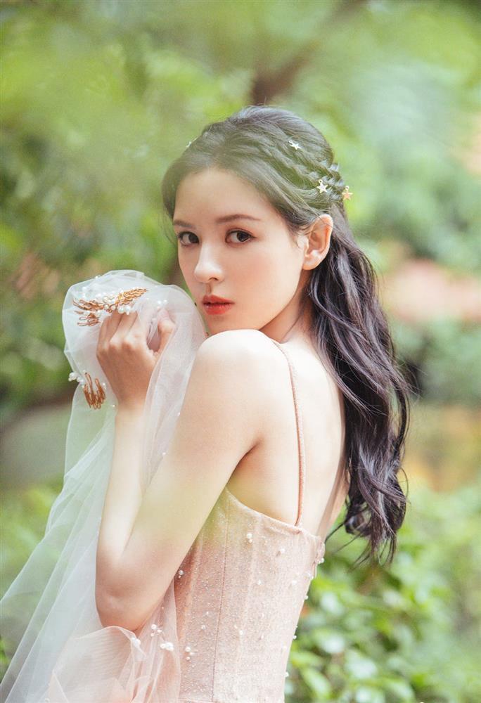 Nhan sắc bạn gái đẹp nhất của Vương Tư Thông-7