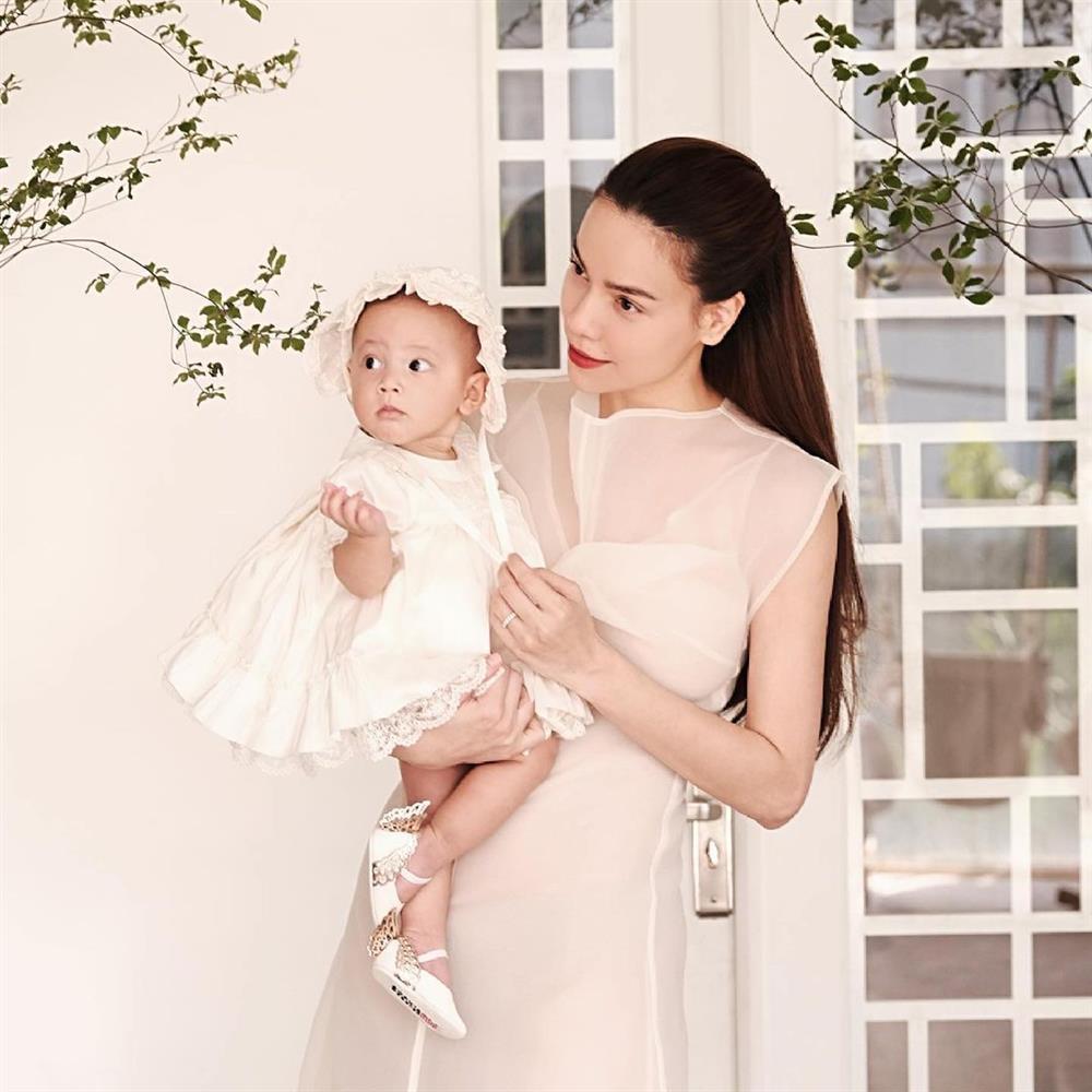 Kim Lý tắm cho con gái, Hồ Ngọc Hà: Đố ai sau này yêu được bà Lisa-4