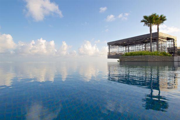 10 hồ bơi vô cực đẹp nhất thế giới
