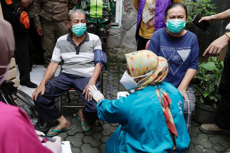 Bức ảnh phơi bày thảm cảnh mùa dịch ở Indonesia-2