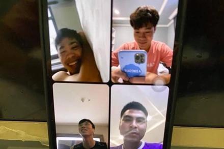 Cách nhau vài bước chân, tuyển Việt Nam vẫn phải tâm sự qua video call