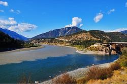 Kỳ thú những ngã ba sông 2 màu nước trên thế giới