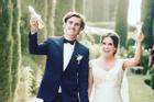 Chuyện tình 'Hoàng tử bé' nước Pháp với vợ hơn tuổi: Mặt dày 2 năm mới cưa đổ!