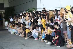 Sân bay Trung Quốc thu phí fan chờ gặp thần tượng