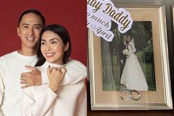 Khoe quà 'Ngày của Cha', Louis Nguyễn lộ ảnh cưới bí mật