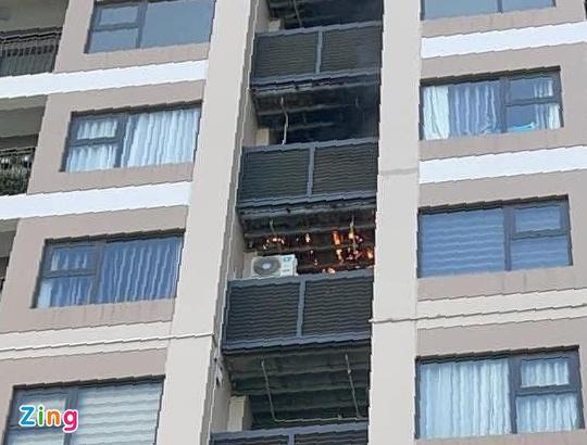 Cháy cục nóng điều hòa chung cư giữa nắng nóng 40 độ C-1