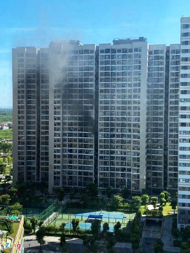 Cháy cục nóng điều hòa chung cư giữa nắng nóng 40 độ C-2