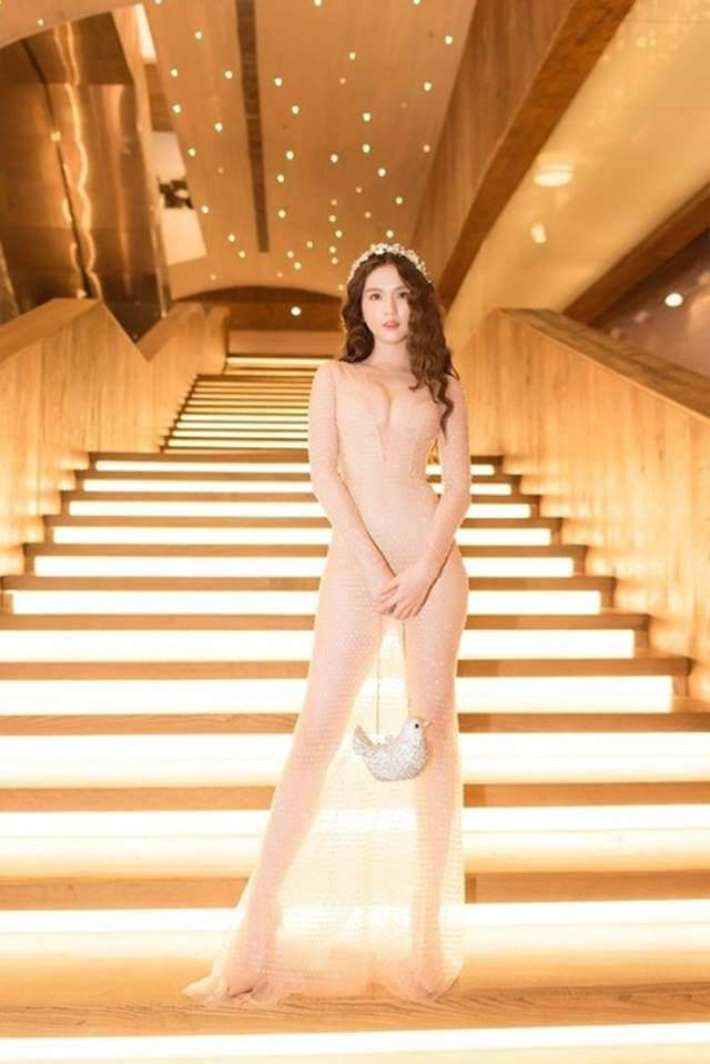 Ngọc Trinh mặc như không khoe 70% cơ thể với bodysuit trong suốt-8