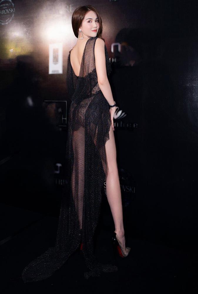 Ngọc Trinh mặc như không khoe 70% cơ thể với bodysuit trong suốt-9