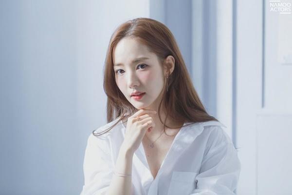 Vừa cặp kè Han So Hee, Song Kang lại nên duyên cùng đàn chị Park Min Young-2