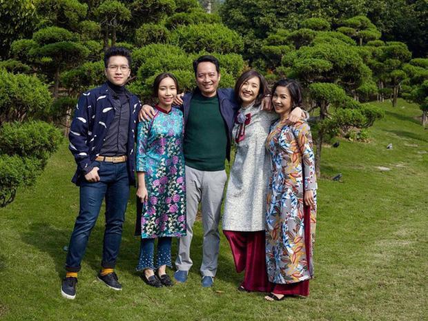 Hiếm hoi con gái diva Mỹ Linh khoe ảnh bên chị gái cùng cha khác mẹ-3
