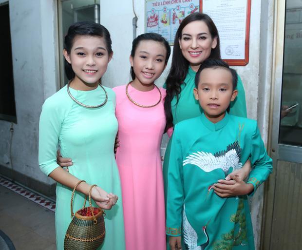 2 con gái nuôi của Phi Nhung thiệt thòi nhiều từ khi Hồ Văn Cường xuất hiện-2