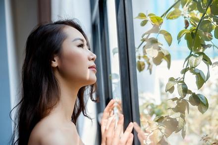 Dương Thùy Linh phản dame khi bị chỉ trích đang dịch mà đòi đi biển