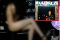2 cô gái khỏa thân phục vụ 20 khách hát karaoke: Chủ quán bỏ trốn!