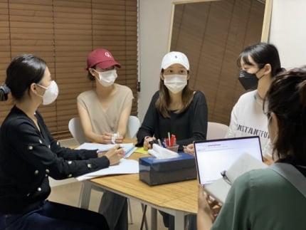 4 thành viên APRIL bẻ lái, hóa ra họ mới là nạn nhân bị Lee Hyun Joo bắt nạt-1