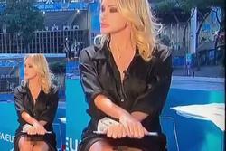 Nữ MC nóng bỏng vắt chân hớ hênh, lộ việc không mặc nội y dẫn bản tin Euro