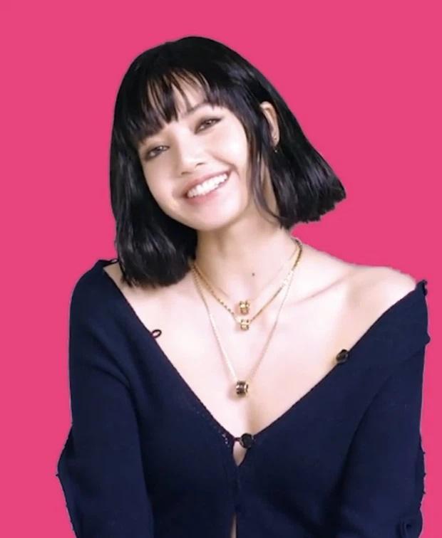 Sợ Lisa diện áo bung cúc viêm họng, fans photoshop kín cổng cao tường-1