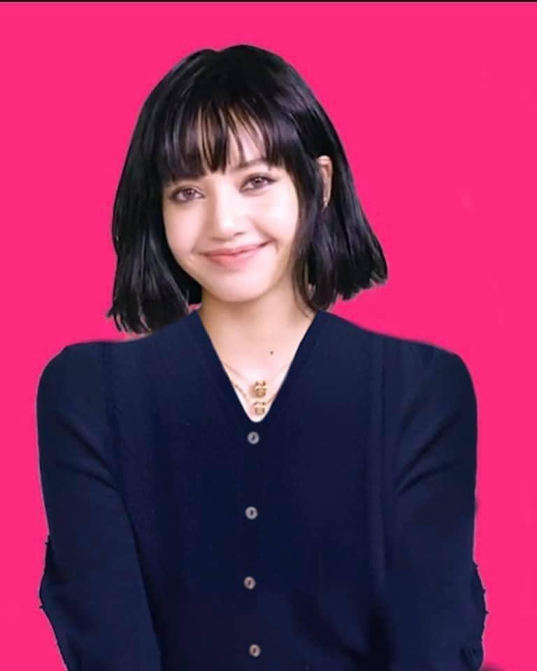 Sợ Lisa diện áo bung cúc viêm họng, fans photoshop kín cổng cao tường-3