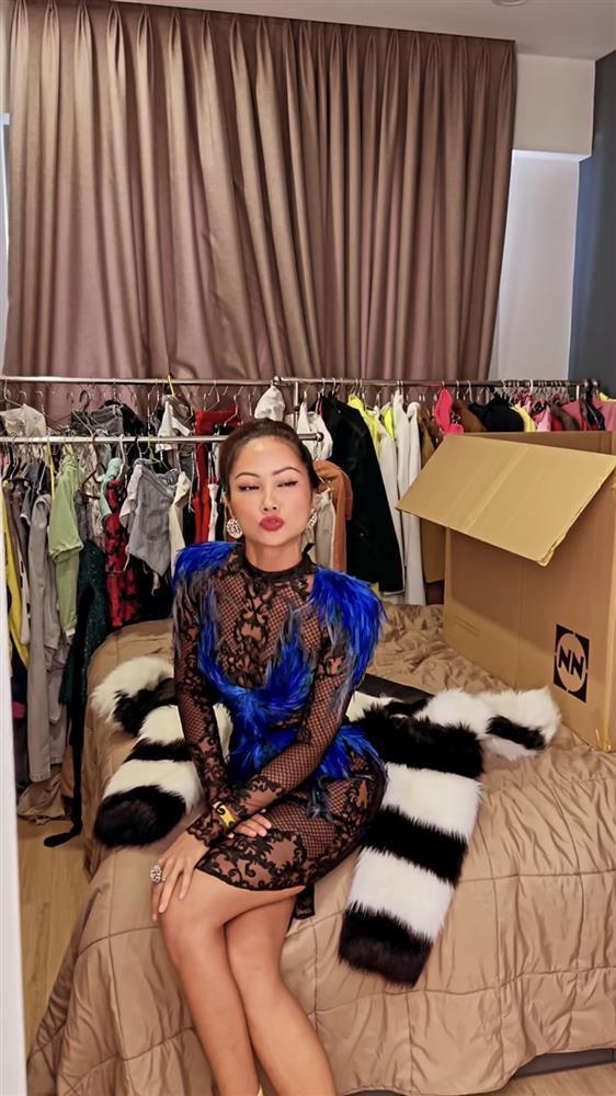 Hé lộ váy chưa diện ở Miss Universe 2018, HHen Niê bị chê như kiều nữ phòng trà-8