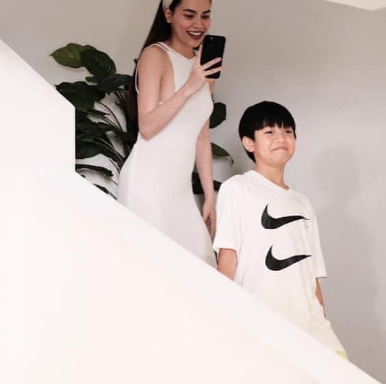 Để ý mới thấy Kim Lý phá banh dress code tiệc sinh nhật Subeo-3