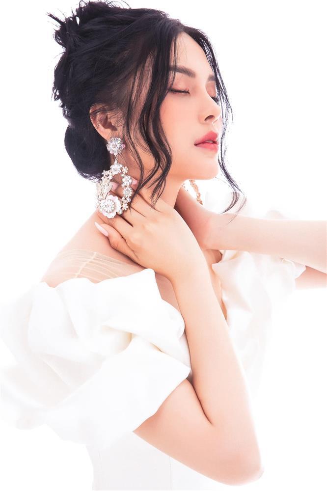 Lily Chen khẳng định chủ quyền giữa drama bị cô Trinh giật bồ-6